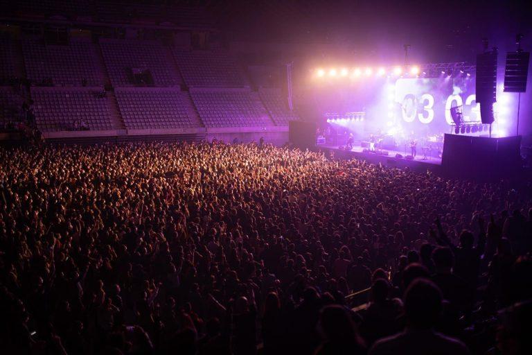 Barcelona protagoniza su primer concierto masivo sin distancias: «El mundo nos está mirando»