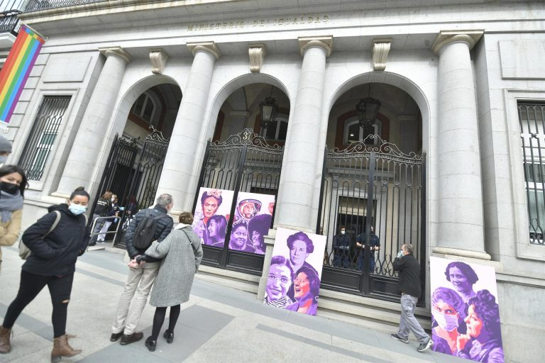 El Ministerio de Igualdad inaugura un mural homenaje a las mujeres similar al de Ciudad Lineal