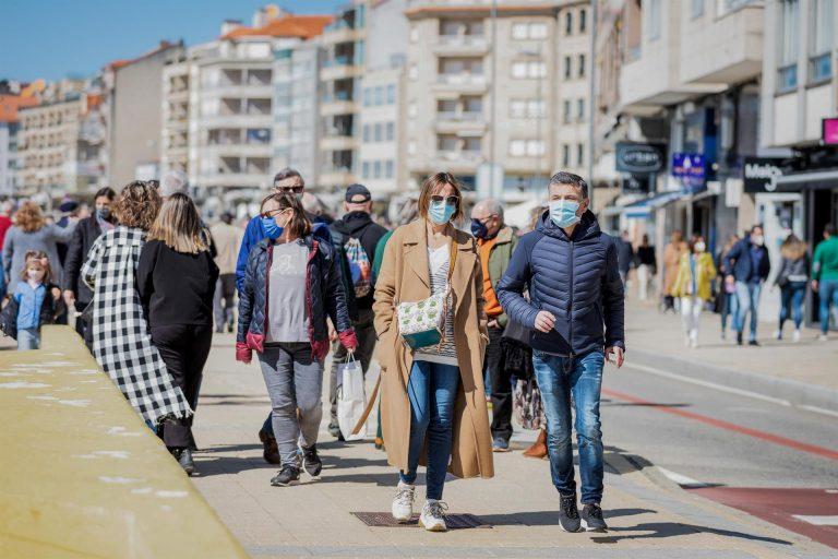 El Parlamento europeo pide ya el certificado de vacunación europeo para facilitar desplazamientos de viajeros