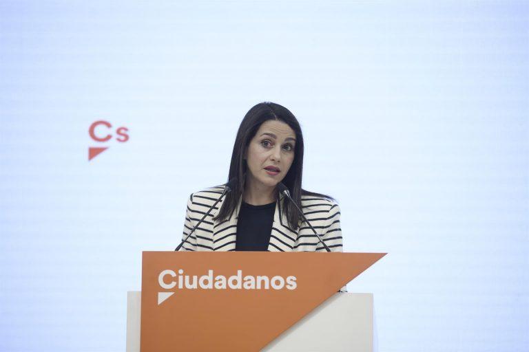 """Arrimadas rechaza la """"palabrería"""" de Casado y recuerda que no quiso una coalición electoral de PP y Cs en Cataluña"""