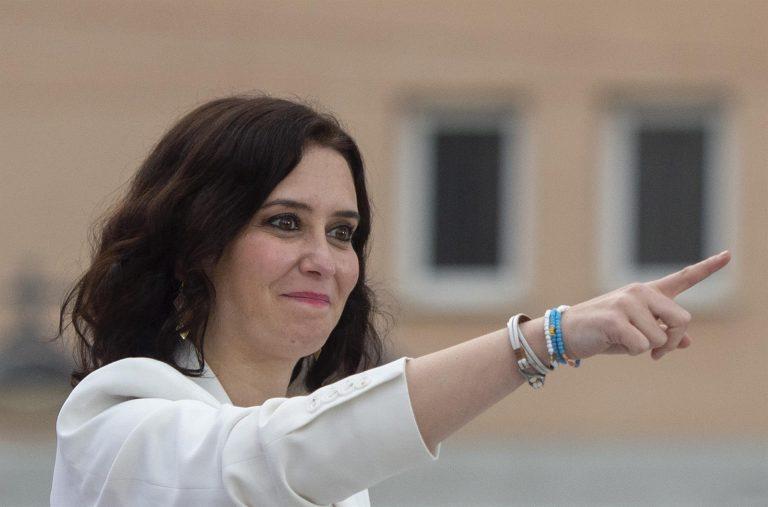 Ayuso aclara que el Rey no es «cómplice de nada» y que la culpa de tener que firmar los indultos la tiene Sánchez