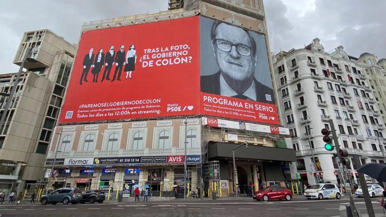 La Junta Provincial de Madrid pide la retirada del cartel del PSOE-M en Callao hasta el inicio de la campaña