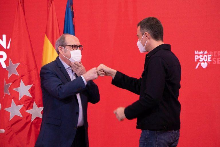 Sánchez llama a la dirección del PSOE a movilizarse todo lo que pueda y reforzar la campaña fuera de la capital