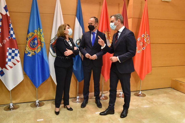 La exdiputada de Vox María Isabel Campuzano y dos nuevos consejeros juran sus cargos como miembros del Gobierno murciano