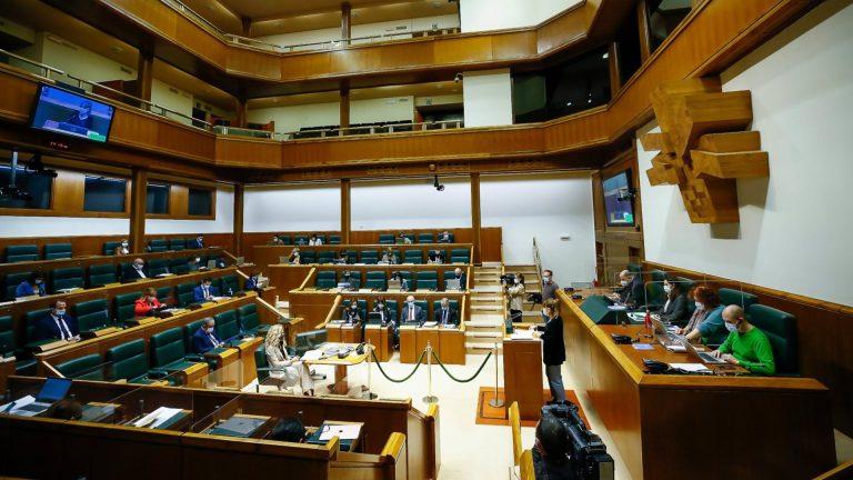 """El Parlamento vasco vota moción a favor del derecho a la libre determinación. PNV vota """"sí"""" y PSE """"no"""""""