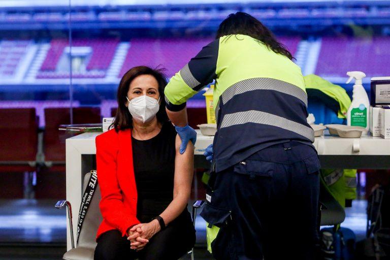Margarita Robles aumenta 'sus defensas': ya está vacunada con Astrazeneca