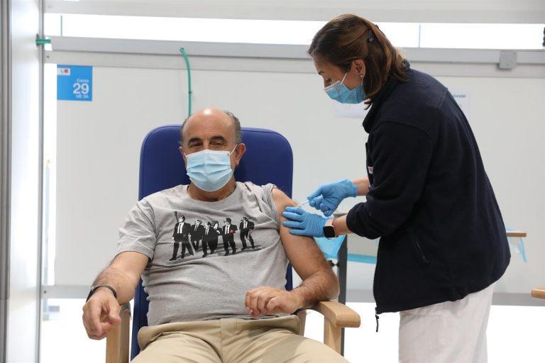 Madrid apuesta por vacunar con AstraZeneca a los mayores de 65 años