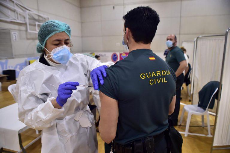 El Gobierno demandó ya el 10 de febrero al Govern que incluyera a los policías y guardias civiles en la vacunación