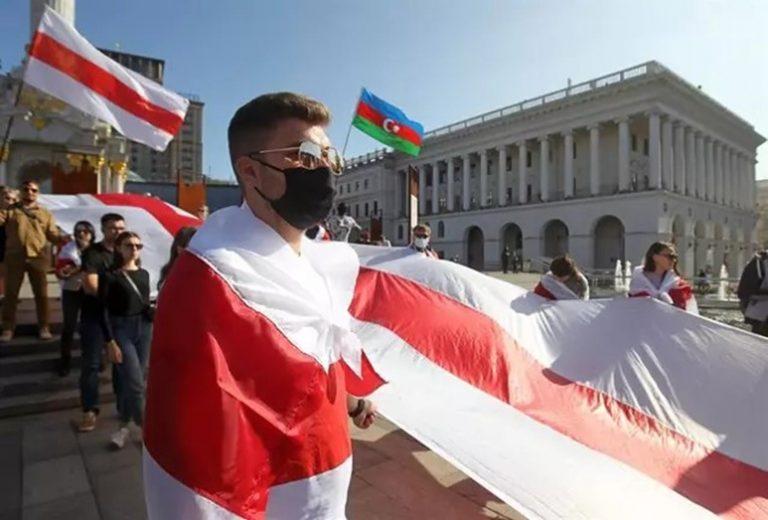 La oposición bielorrusa acusa al Gobierno de detener el trayecto de un avión para detener a un periodista