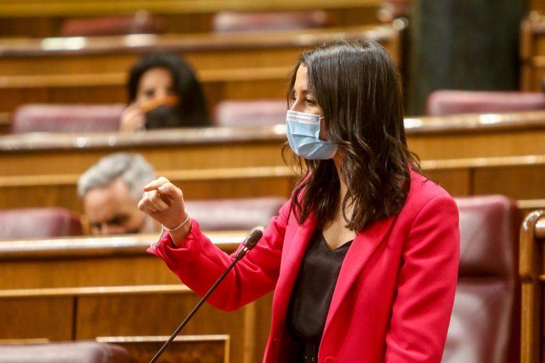 Arrimadas acusa al Gobierno de «meter la mano en el bolsillo de los autónomos»
