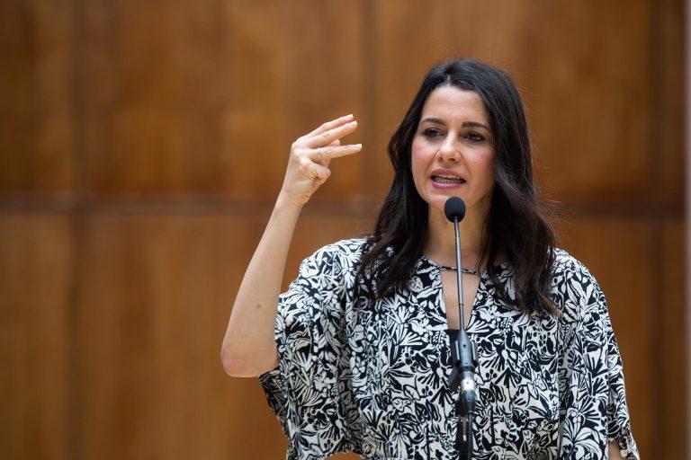 Arrimadas acusa a Sánchez de «humillar a los constitucionalistas» por los indultos