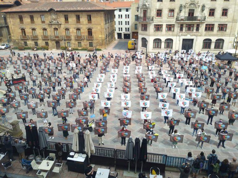 """Cientos de personas reclaman en Oviedo una reforma del Estatuto para aprobar una oficialidad """"sin recortes y apellidos"""""""