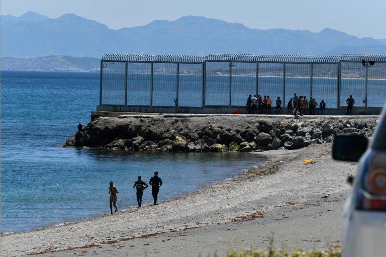 Marlaska anuncia que España ha devuelto a Marruecos ya a 2.700 de las personas que han asaltado la frontera de Ceuta