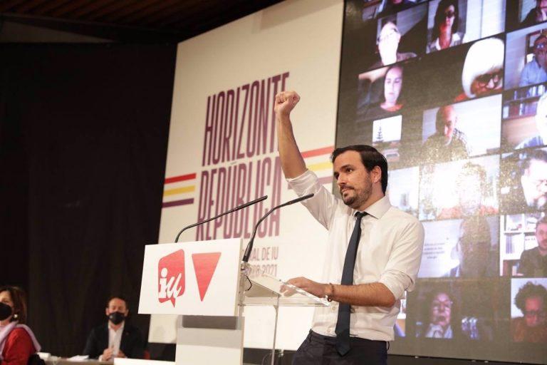 """Alberto Garzón cree que el 4M no es exportable a toda España pero pide no bajar la guardia y trazar """"cortafuegos"""" a la derecha"""