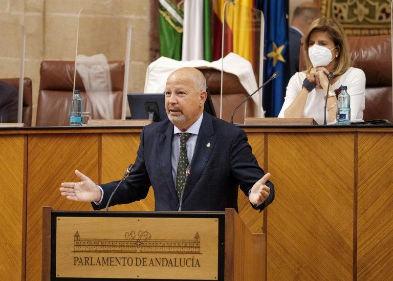 """La Junta de Andalucía cambiará sus instrucciones para promover textos escolares sin desdobles """"disparatados"""" de palabras"""