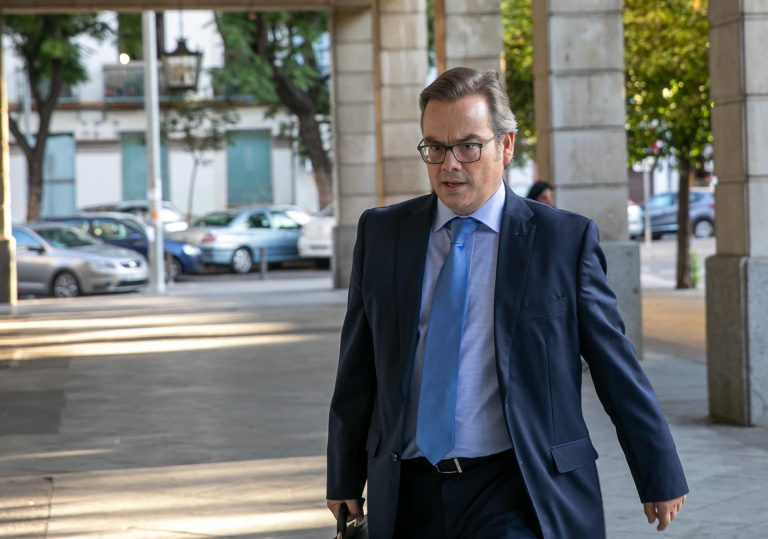 El juez Vilaplana pide información de CCOO y UGT en su investigación de los ERE irregulares de Andalucía