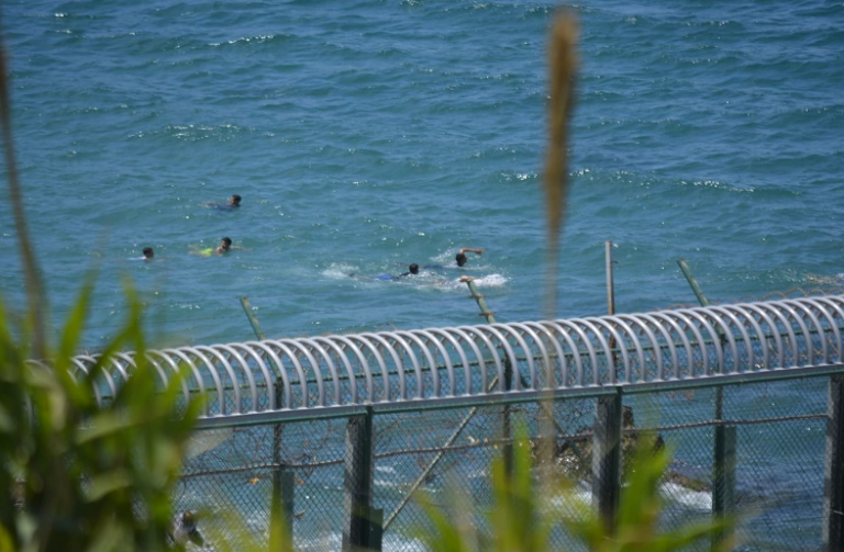 España mantendrá 'sine die' el despliegue policial y militar del Tarajal de Ceuta, por donde han cesado las entradas