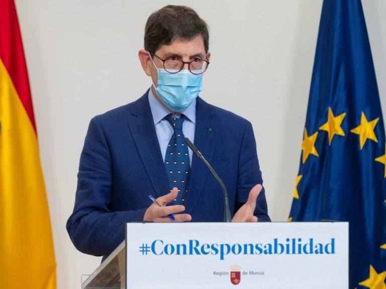Fiscalía Murcia archiva la investigación contra el exconsejero de Sanidad y su cúpula por vacunarse