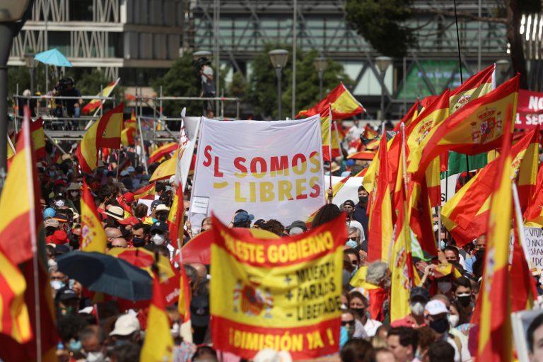 Según Delegación del Gobierno, unas 25.000 personas se han concentrado en la plaza de Colón contra los indultos