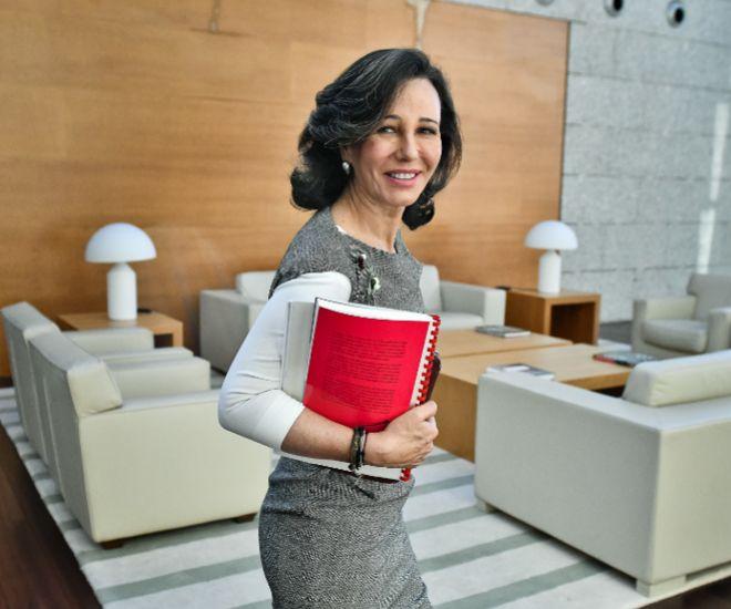 Ana Botín pide a empresarios que sean optimistas y asuman riesgos y a reguladores que lo favorezcan