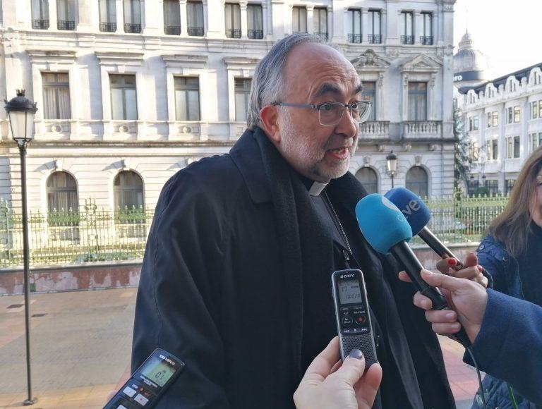 El arzobispo de Oviedo, sobre los indultados del 'procés': «No vienen precisamente de rezar el rosario»