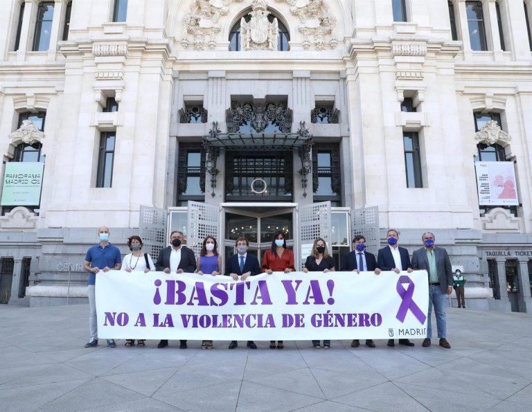 Almeida ve positivo que Vox pase de «no acudir a estar» en los minutos de silencio de Cibeles por víctimas de violencia machista