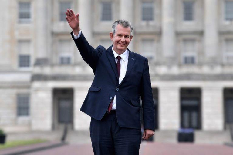 Irlanda del Norte: dimite líder de la DUP, Edwin Poots, tras 21 días en el cargo