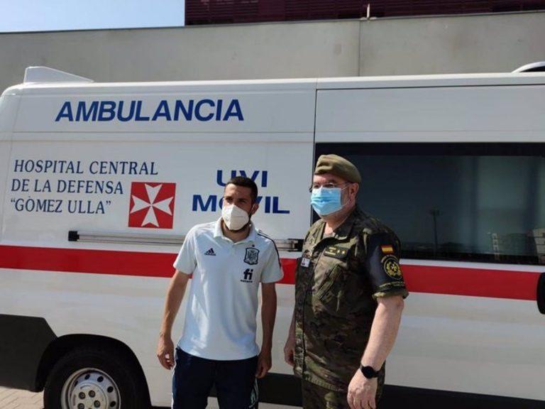 Defensa ha movilizado una decena de sanitarios y una UVI móvil para la vacunación de la selección de fútbol