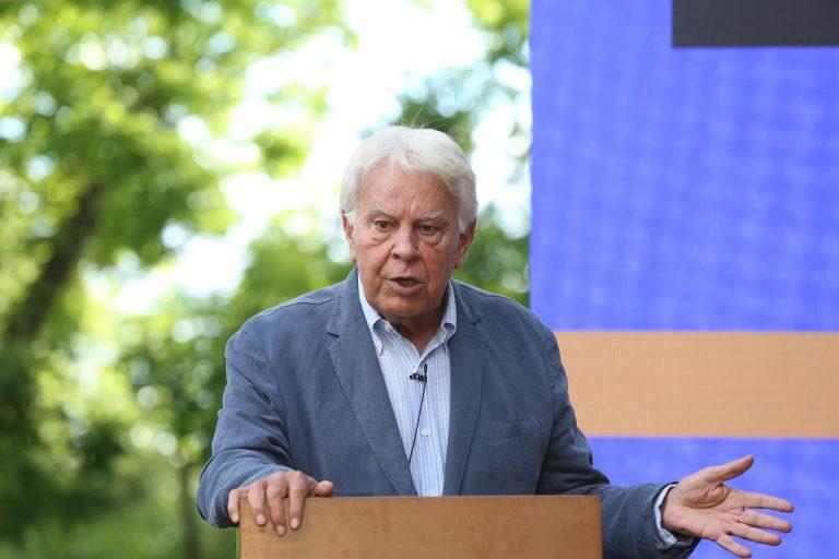 """Felipe González alerta, un día antes de los indultos, de las decisiones que llevan a """"callejones difíciles y estrechos"""""""