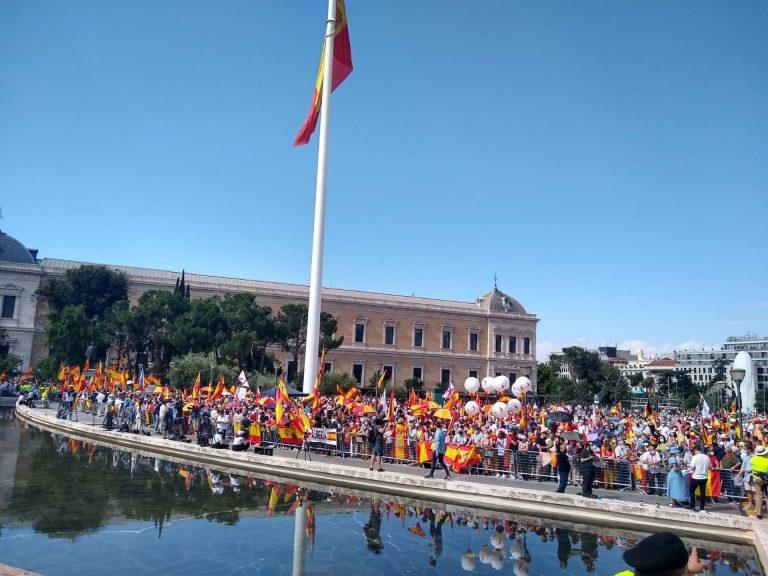Unas 2.000 personas se congregan desde las 11:00 en Colón, según la Policía
