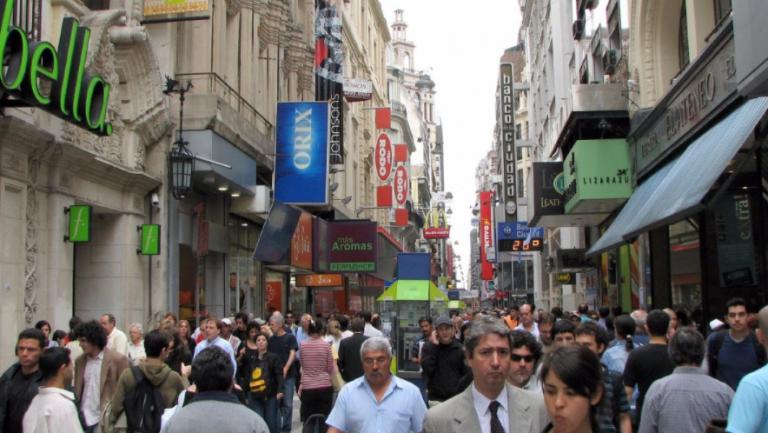 Andalucía cuestiona el fin de la mascarilla obligatoria en exteriores