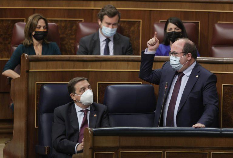 Iceta deplora los «insultos» de Vox y recalca que España «no corre peligro» y que nadie la va a «humillar»