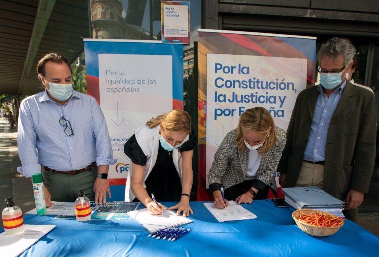El PP intensifica este jueves su campaña de firmas contra los indultos, en la que pedirá también la dimisión de Sánchez
