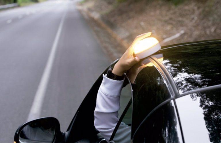 Los triángulos del coche se pueden sustituir por una luz encima del vehículo a partir de este jueves