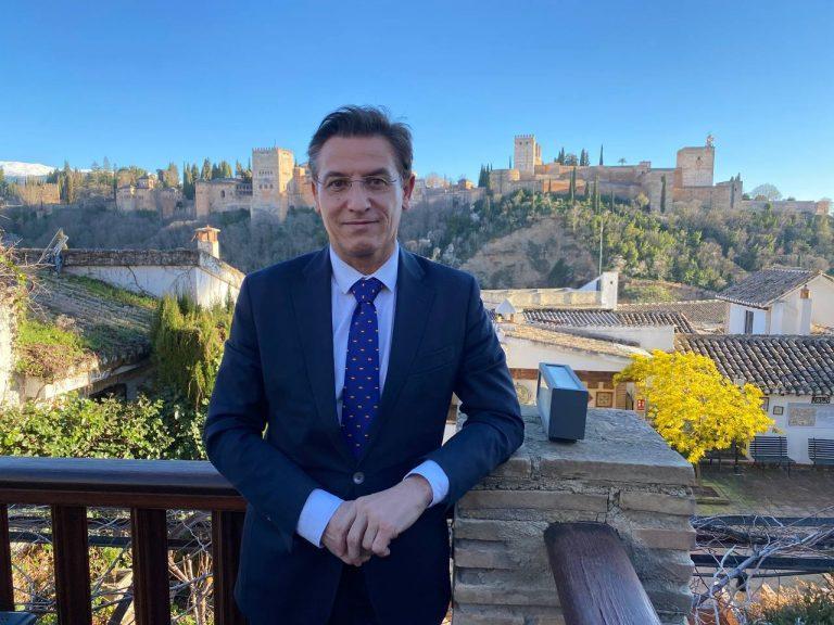 """El alcalde de Granada formaliza su renuncia reprochando a PP y exediles de Cs haber abandonado el gobierno """"por pura ambición"""""""