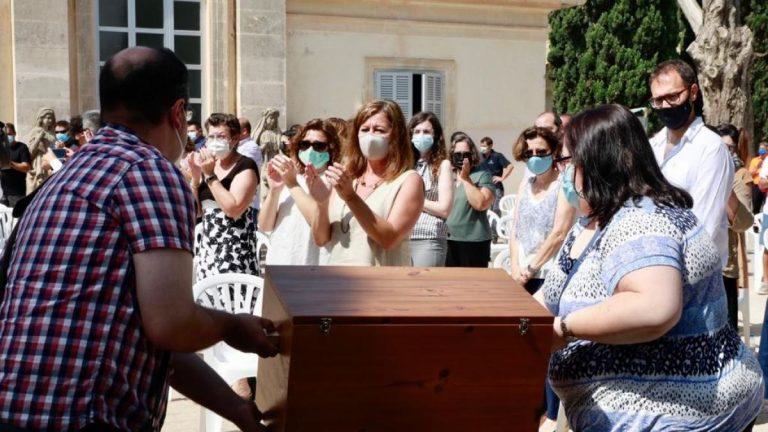 Armengol pide «perdón» a familias de víctimas del franquismo por «la tardanza de la democracia en la reparación»
