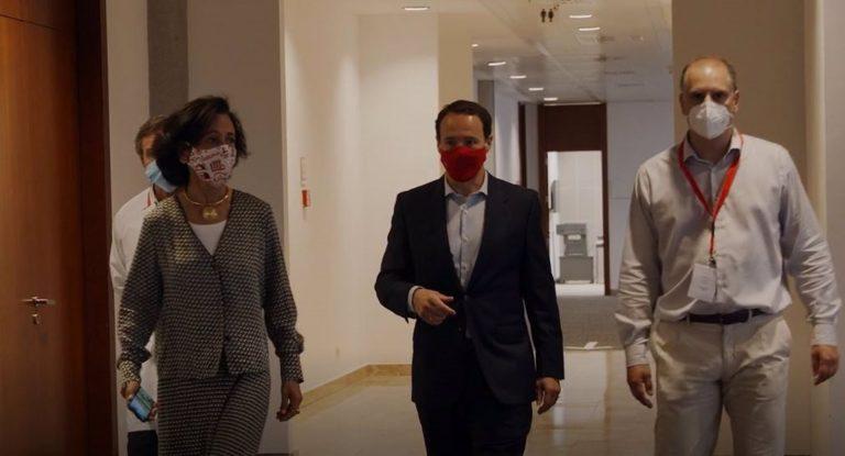 Ana Botín visita las instalaciones de vacunación del Santander en Madrid