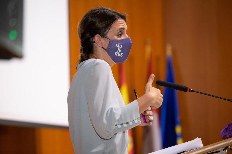 """Irene Montero critica el silencio del PP ante las palabras de Camuñas: """"Tiene un grave problema con la democracia"""""""