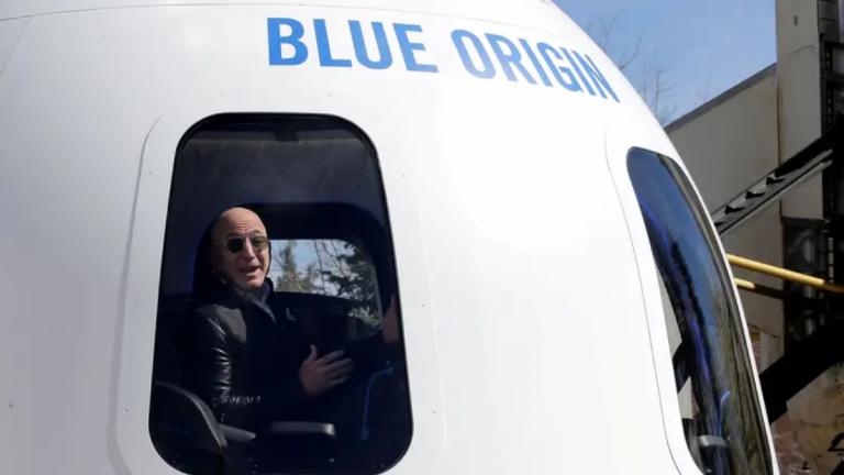 Jeff Bezos alcanza el espacio con los tripulantes de la nave Blue Origin