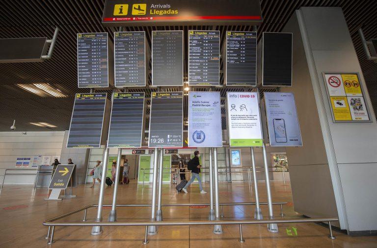 Al menos 20 jóvenes vuelan por su cuenta de regreso a Bélgica tras dar positivo en España