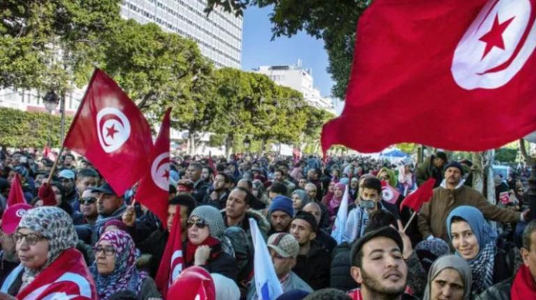 Túnez afronta un día clave para su crisis política