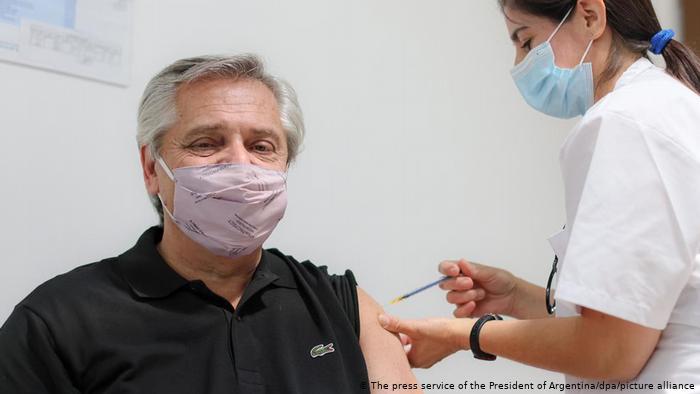 Argentina combinará la vacuna Sputnik V con Moderna y AstraZeneca