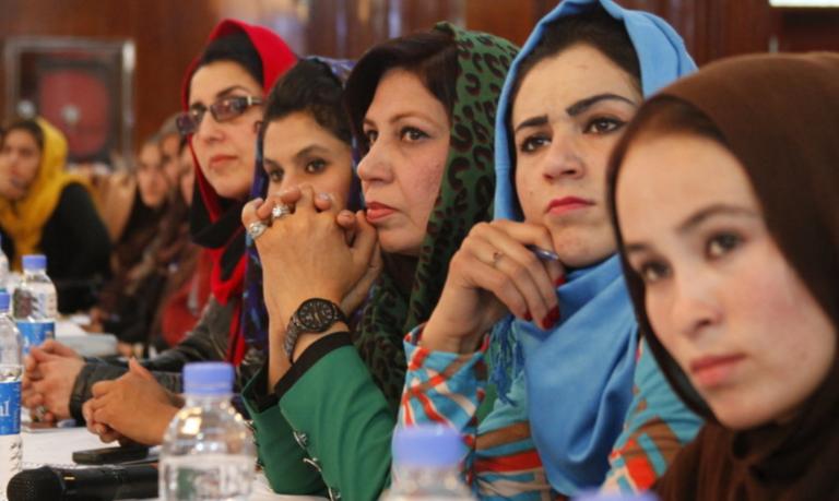 Herat: las mujeres, sin educación superior, al imponerse su separación estricta de los hombres