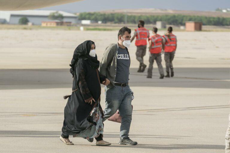 Un total de 18 afganos residentes en Euskadi piden información sobre sus familias en Afganistán