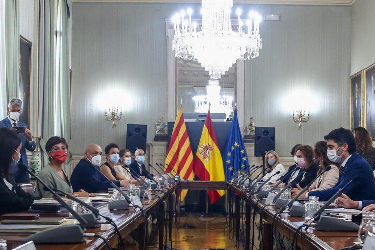 El Gobierno acuerda con la Generalitat la ampliación del aeropuerto de Barcelona