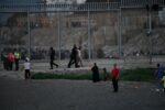 España moviliza al Ejército en Ceuta tras la entrada de más de 5.000 marroquíes en 24 horas