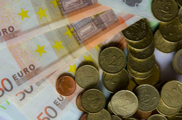 El Tesoro coloca 1.705 millones en letras y en vez de pagar, cada vez cobra más a los inversores