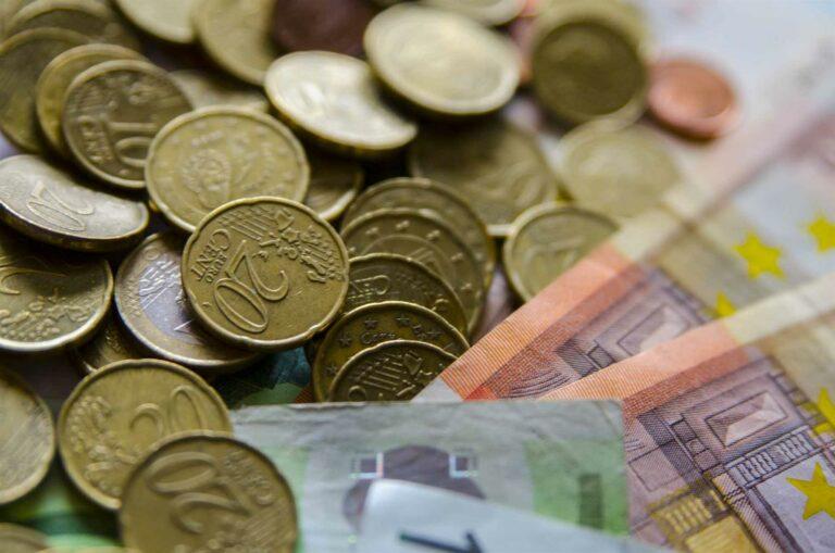 El Tesoro recibe 5.000 millones de los mercados, pero en lugar de pagar intereses, cobra aún más a los inversores