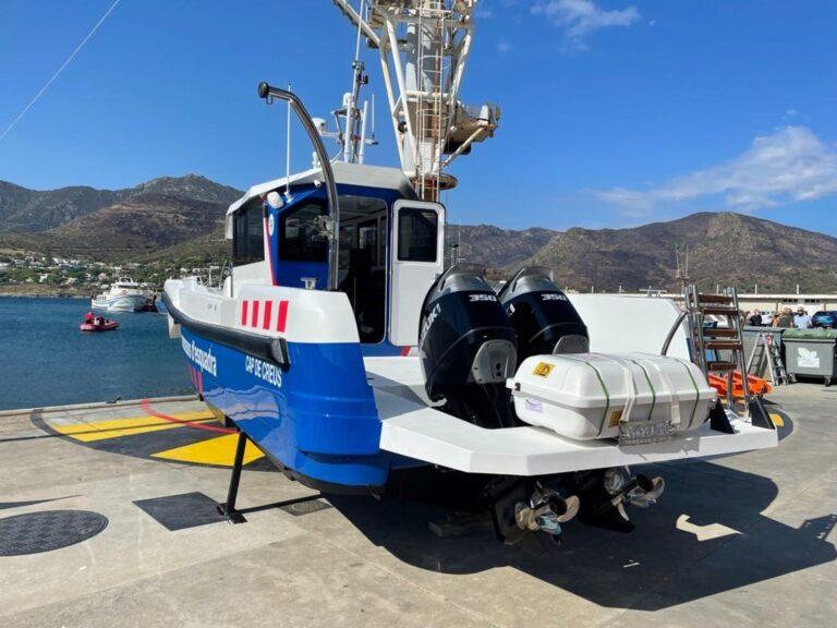 Los Mossos presentan una nueva embarcación que trabajará en el litoral catalán