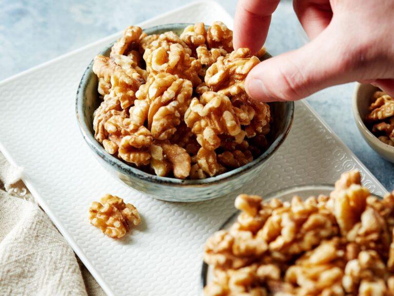 Hallan una conexión entre el consumo habitual de nueces y una mayor longevidad